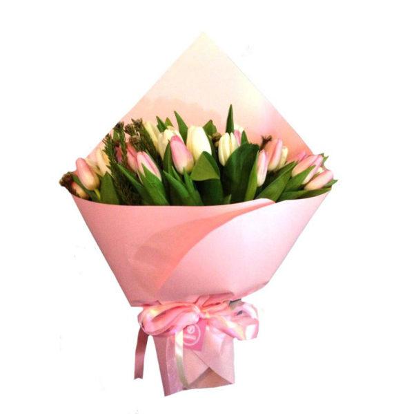 Букет розовых тюльпанов розовая палитра