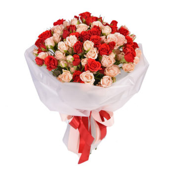 Букет нежно-розовых и красных кустовых роз
