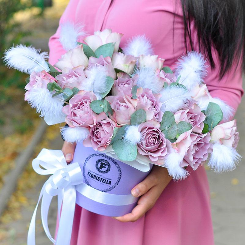 Шляпная коробка с перьями и розой Мемори Лейн