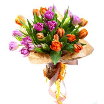 Букет сиреневых и терракотовых тюльпана Дуэт цветовой палитры