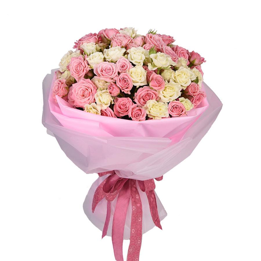 Букет из белых и нежно-розовых кустовых роз Блик