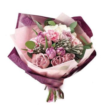 Букет с гортезией, брунией и розами Малиновый сорбет