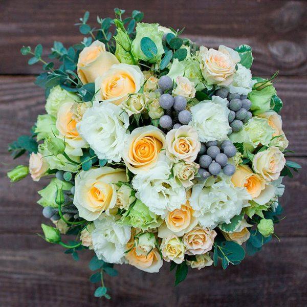 Бело-кремовый букет невесты