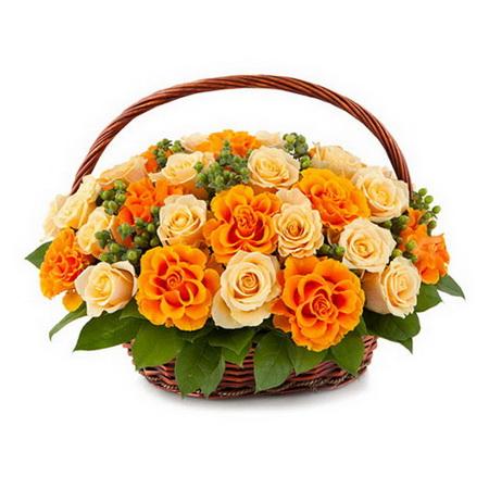 Корзина кремовых и оранжевых роз