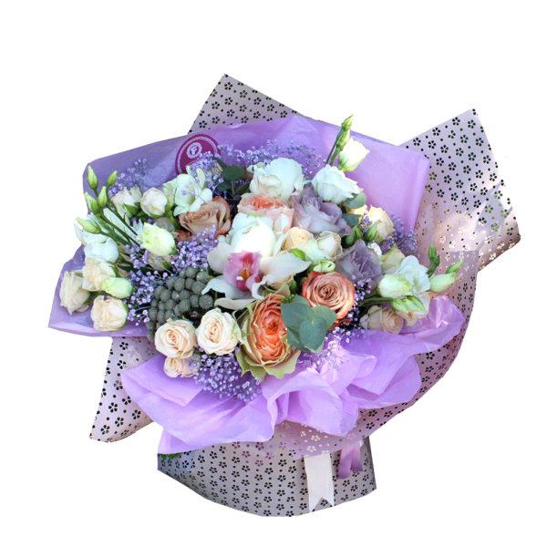 Букет роз, орхидей и эустом