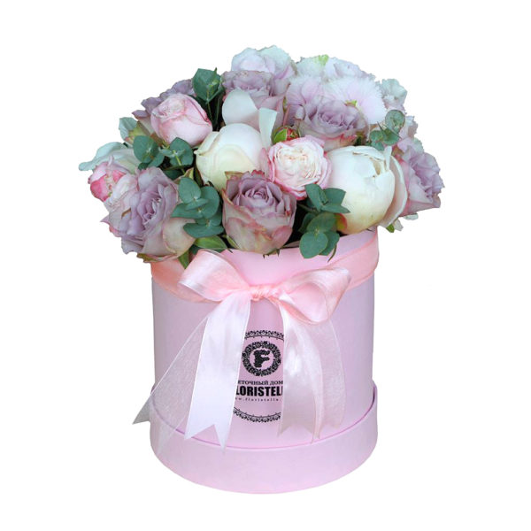 Шляпная коробка с пионами и лиловой розой