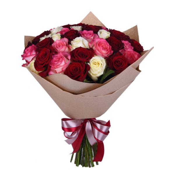 Букет из красных, белых и розовых роз Ассорти
