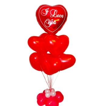 Композиция из красных шариков сердец