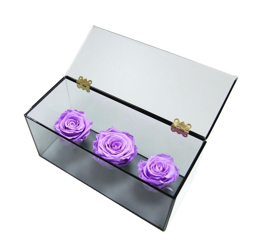 Три лиловых неувядающих роз в Ларце