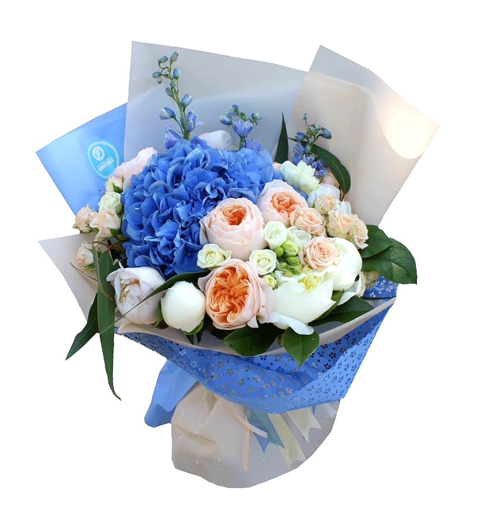 Букет с синей гортензией и розами Дэвида Остина синие нотки