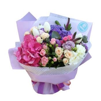 Букет с гортензией, пионами и розами Вызывающий восторг
