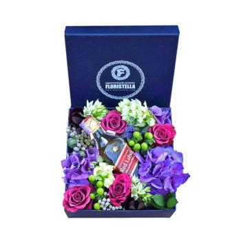 Коробка с фиолетовой гортензией, розами и виски