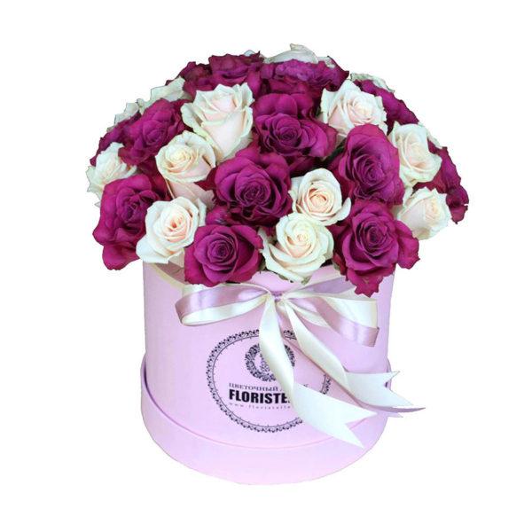 Шляпная коробка с винной и кремовой розами