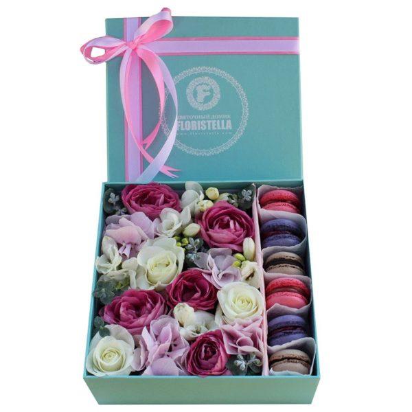 Коробка с гортензией и розами лавендер