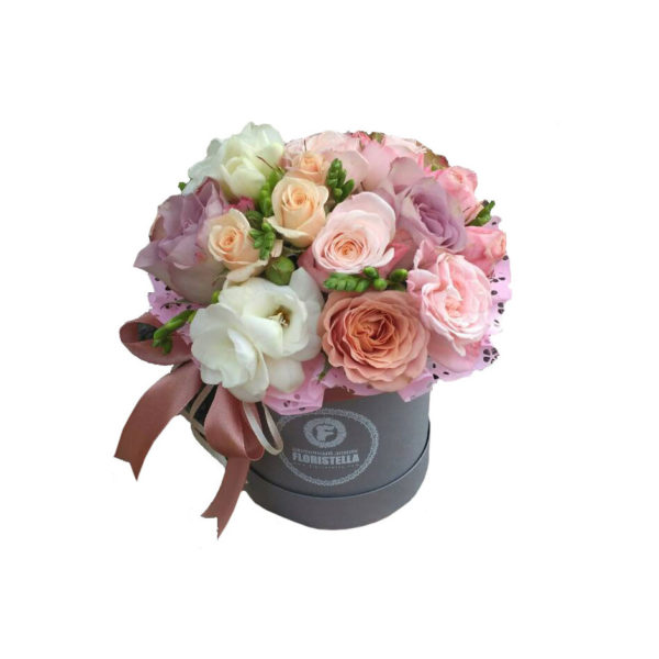 Шляпная коробка с розами мемори, капучино и фрезией