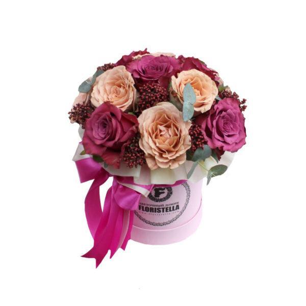 Шляпная коробка с розами капучинно и винной